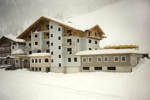 Bau des Hotels Zauchensee Zentral im Winter 1997-98