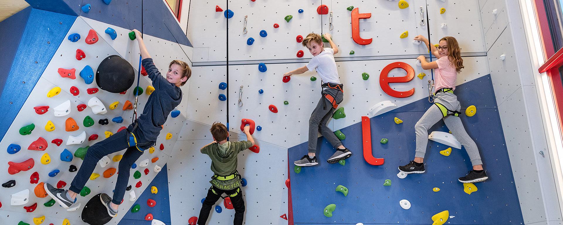 Kletterwand in der Kinder Erlebniswelt Familienurlaub 1